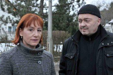 Auf der Suche nach dem Verdächtigen: Katharina (Ulrike Krumbiegel) und Otto (Florian Martens)  © Foto: ZDFneo/ZDF/Katrin Knoke