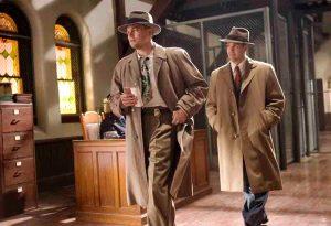 Teddy Daniels (Leonardo DiCaprio, li.) und sein Kollege Aule (Mark Ruffalo) haben es mit einem äußerst mysteriösen Fall zu tun. © ZDF/Andrew Cooper
