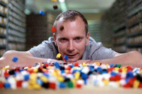 Christoph Blödner ist Lego-Millionär. Er kauft gebrauchtes Lego, wäscht es und verkauft es weiter wie neu. Ein lohnendes Geschäftsmodell! © ZDF/Leif Stange