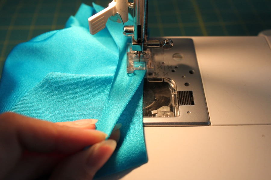 Sew the long edge of sleeves and sides of the suit.