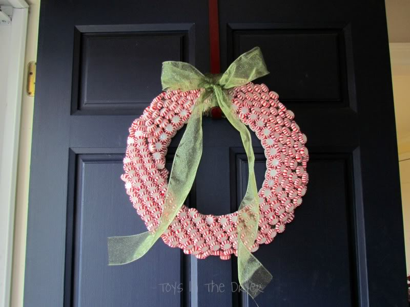 How to make a candy wreathChr