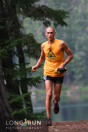 Picture of Yassin Diboun running the waldo 100k ultra marathon