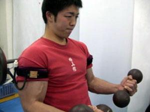 Ocklusionsträning för bicep