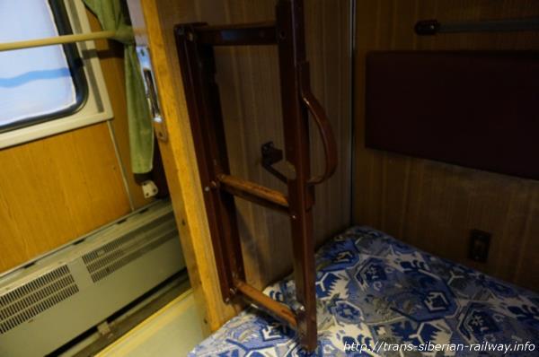 シベリア鉄道ベッドの折りたたみ式ハシゴ画像