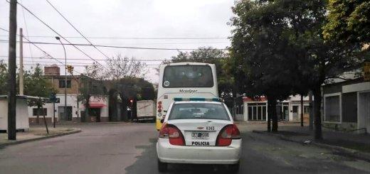 Colectivo Autobuses Santa Fe custiodiado por la Policia - Ezequiel Vargas