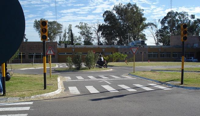 Semaforos y rotonda - Pista del Centro de Capacitacion de Transporte y Transito Cordoba