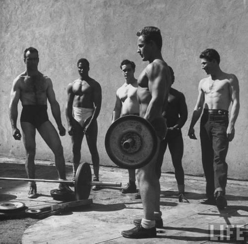 San Quintín. Incluso en 1947 los prisioneros se estaban poniendo bien marcados (jacked)