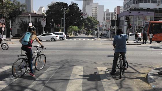 mulher-homem-bicicleta