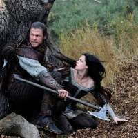 Hemsworth and Stewart show range in 'Snow White and the Huntsman'