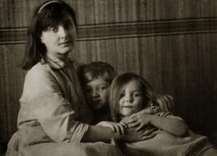 С сыном Томасом и дочкой Марией. Вильнюс, ул. Антакалнё, 1965