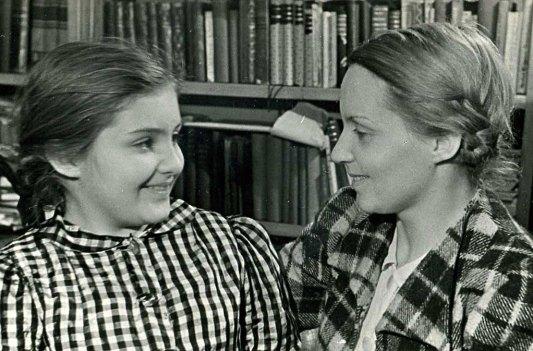 С мамой. Ленинград, М. Посадская, 1940