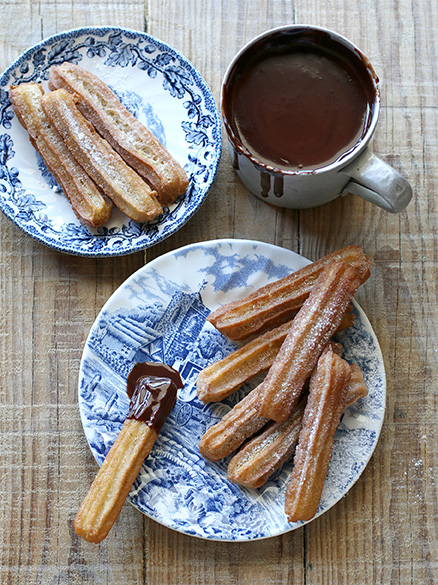 hot-chocolate-sauce-with-churros-1