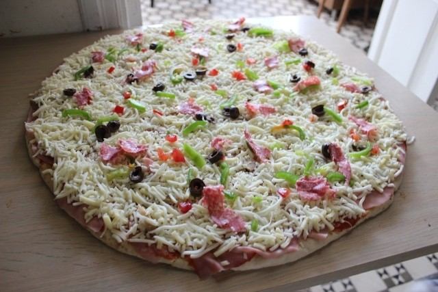 Snack Charbel: A Giant Pizza in Hasroun