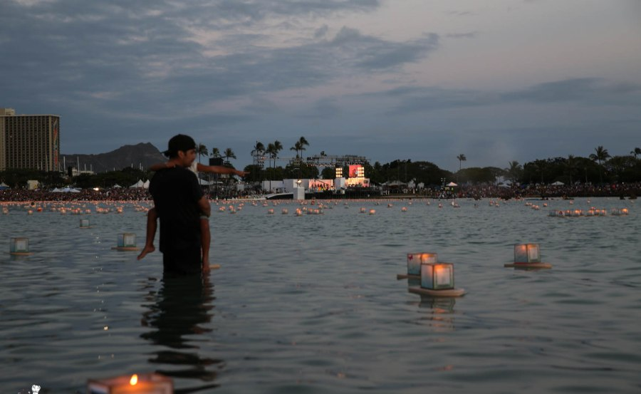 Floating Lantern Ceremony Honolulu Hawaii 2014 -5