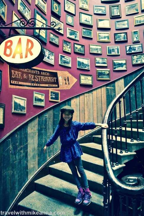 Merchants arch bar