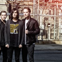 "Sleeping With Sirens Perform A New Song ""Kick Me"""
