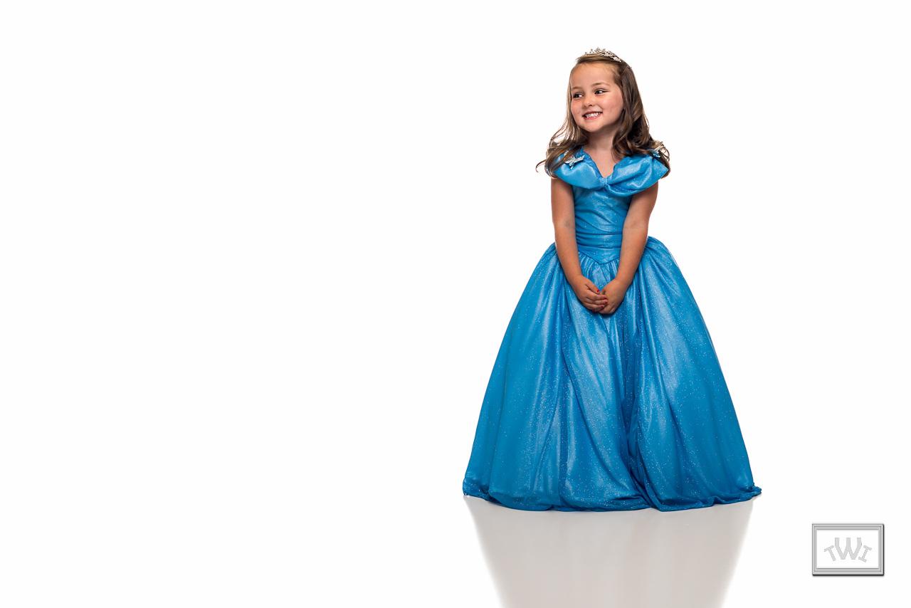 IMAGE: http://i2.wp.com/traviswrightimages.com/wp-content/uploads/2015/09/Clara-Disney-Princess-Travis-Wright-2.jpg
