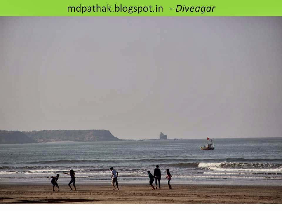playing on dive agar sea beach