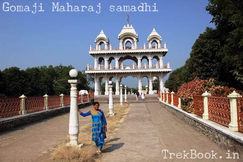 Gomaji Maharaj samadhi entrance to temple
