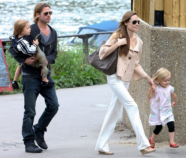 Brad and Angelina welcome twins