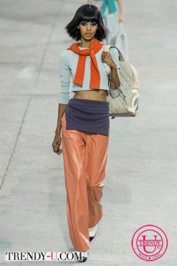 Укороченный топ и свободные брюки Chanel весна-лето 2014