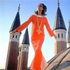 С чем носить и где купить оранжевое платье?