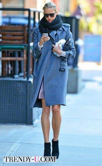 Голубое пальто - синий шарф