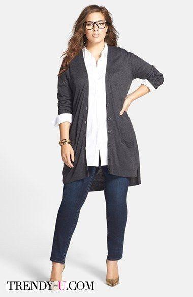 Офисный лук поной девушки: серый кардиган, белая рубашка, джинсы или брюки