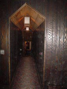 Stronghold_Castle,_Oregon,_IL_Corridor_02