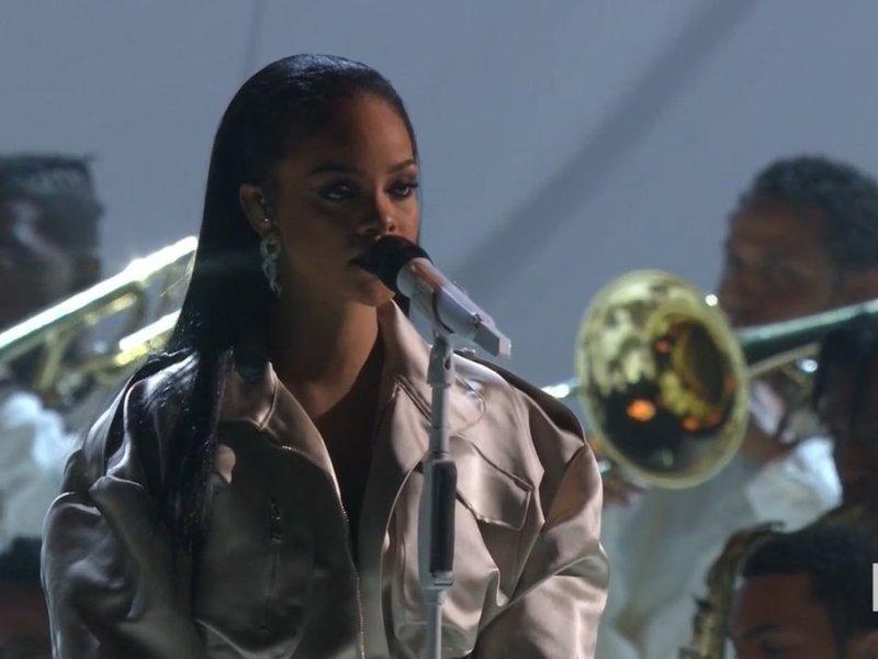 Rihanna MTV VMAs 2016