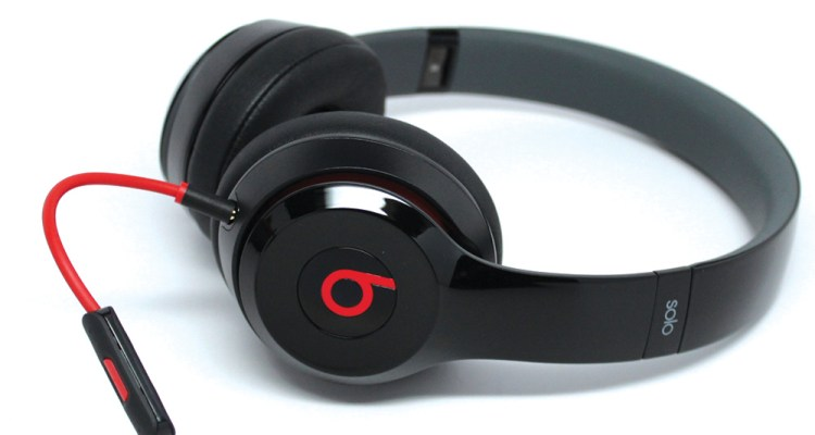 beats solo2 black wired 2