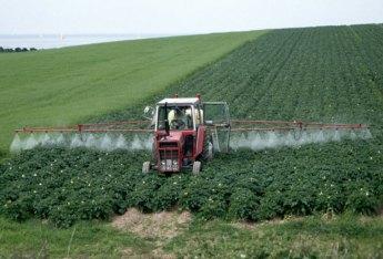 Spraying_Glyphosate_GMO_ROundUp_Monsanto_Microcephaly_Autism