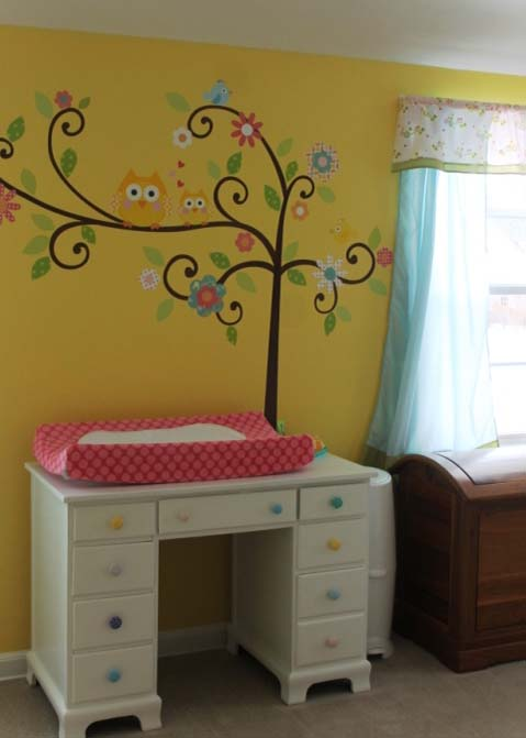 Owl wall vinyl in baby nursery