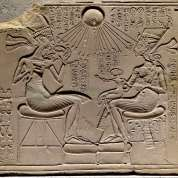 Akhenaten-Nefertiti-three-daughters-ca.-1350-BC