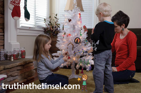 Truth in the Tinsel: An Advent Experience for Little Hands // a hands-on Christmas tradition and alternative to Elf on the Shelf