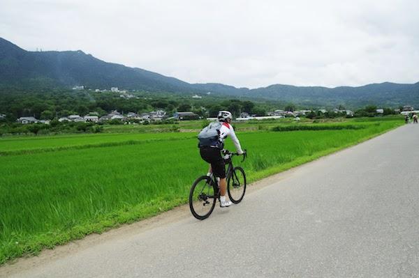 筑波山麓を走る丹羽隆志さん