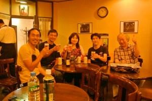 ライブ後のショット。左から、僕、左海さん、吉岡さん、山下さん、先生。