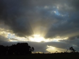 sun-exploding-through-clouds_w725_h544
