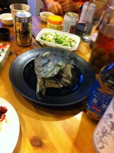 内臓や兜、中骨で出汁を摂った鮪のカブト煮