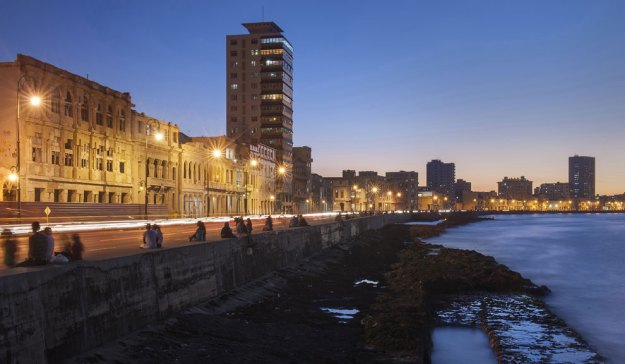 La Habana ya no está congelada en el tiempo, al menos no completamente. Ninguna otra ciudad de Latinoamérica, o tal vez del mundo, puede afirmar que está viviendo lo que La Habana está experimentando ahora, luego de tantas décadas de anhelar el cambio. Foto: The New York Times / Diario PERFIL