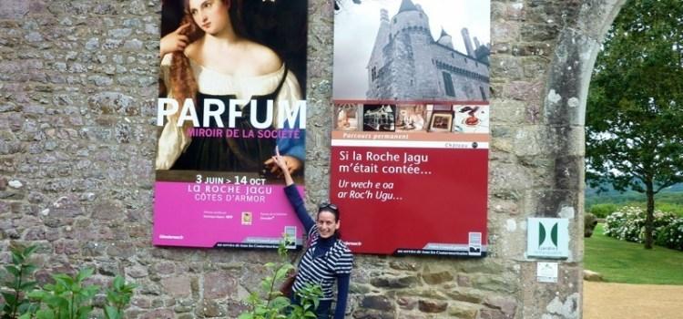 """La mostra """"Parfum, Miroir de la Société"""" presso la Roche Jagu, Bretagna."""