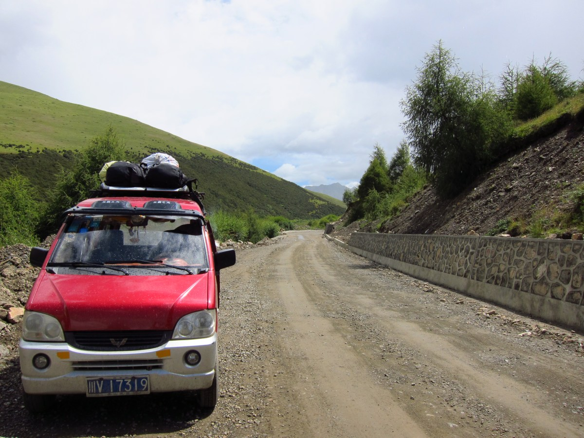 Road to Tagong on the Eastern Tibetan Plateau