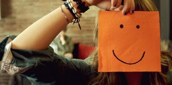 prvi-utisak-djevojka-sreca-smiley