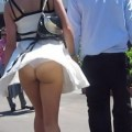 【パンチラ画像】風よもっと吹け!全ての女のスカートをめくるのだww