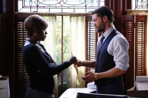 """HTGAWM: Annalise Gives Frank Envelope with Lila's Phone """"Whack-a-Mole"""""""