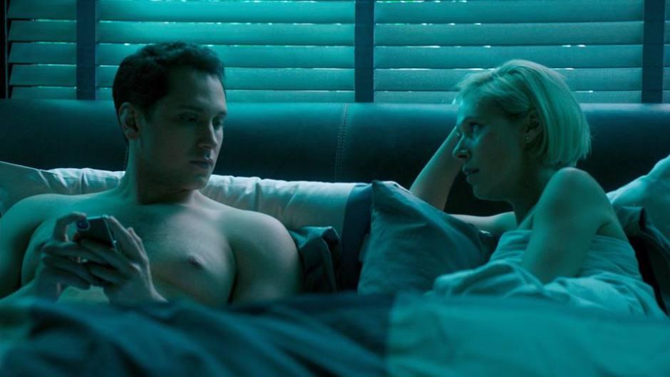 HTGAWM: Asher Bonnie in Bed