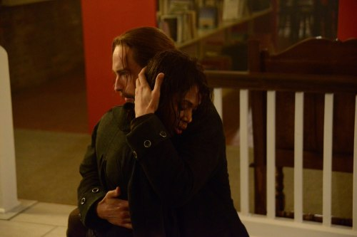 """Sleepy Hollow: Ichabbie hug at library after she nearly drowns """"The Weeping Lady"""""""