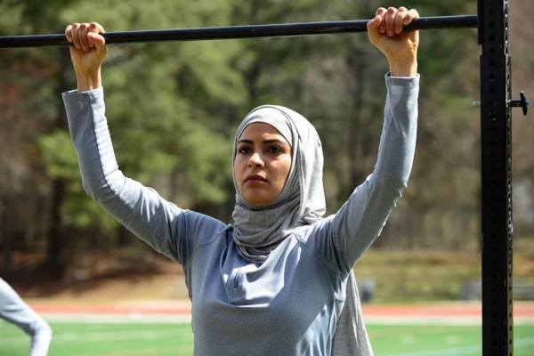 Nimah Anwar does pull-ups in a hijabi on Quantico.