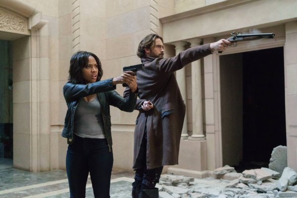 Ichabod and Abbie prepare to shoot on Sleepy Hollow