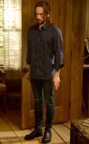 "Ichabod tries on skinny jeans in ""The Vessel"" on Sleepy Hollow"